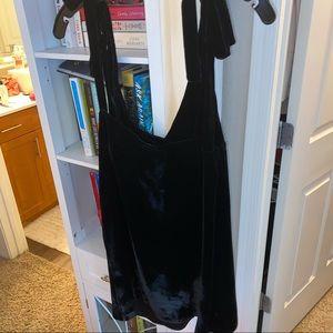 Velvet silk Juicy Couture tie sleeve dress
